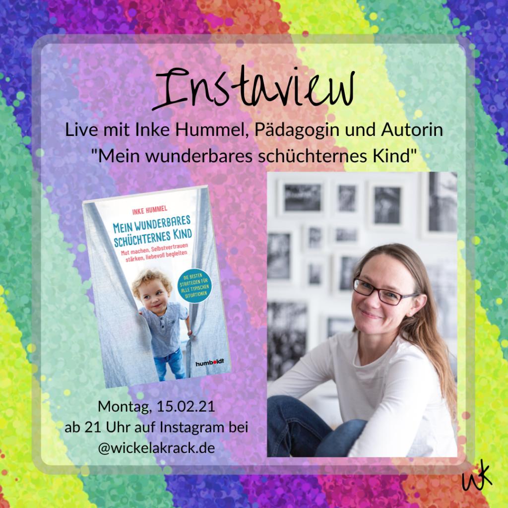 """Grafik mit regenbogenbuntem Hintergrund. Auf einem Foto ist Autorin Inke Hummel zu sehen, außerdem das Buchcover """"Mein wunderbares schüchternes Kind"""", der Text weißt auf ein Interview hin."""